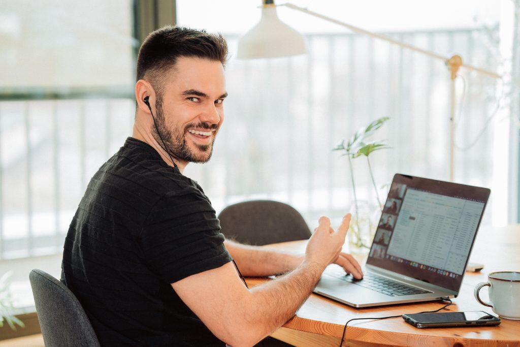 Schreibtisch und Lichtverhältnisse im Homeoffice